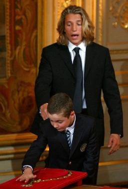 Jean et Louis Sarkozy lors de l'investiture de leur père à la présidence de la république française