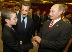 Louis et Nicolas Sarkozy, avec Vladimir Poutine, Pékin 2008